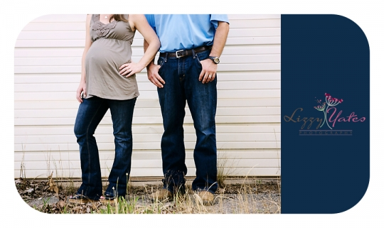 An adorable North Little Rock couple in a Maternity Photography session in West Little Rock