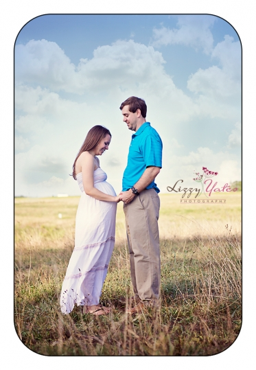 Maternity pictures in Little Rock Arkansas Outdoors in a Field