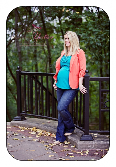 outdoor maternity sessions in the Heights of Little Rock