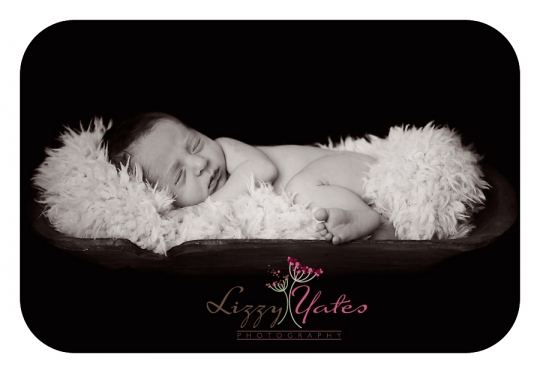 Arkansas newborn photographer captures black and white image of baby boy in a wooden bowl