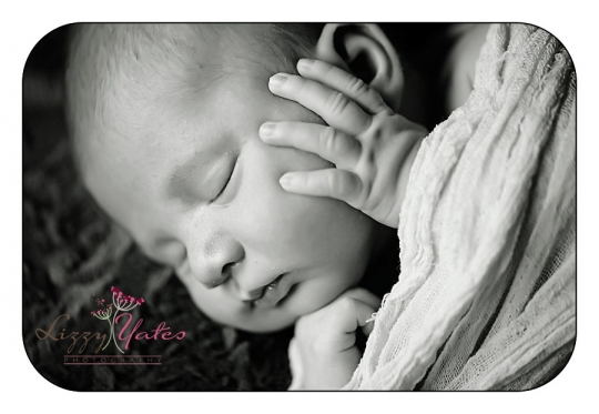 Tiny fingers in newborn pictures taken by arkansas photographer